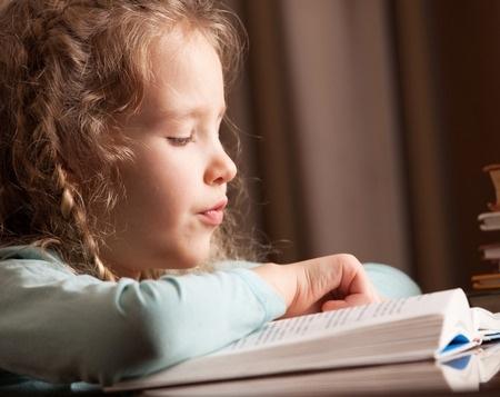 Skolēni un latviešu dzejnieki izdod grāmatu bērniem