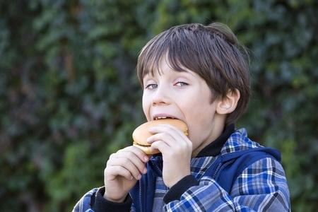 Pankūku vietā bērnam vienīgi ābols