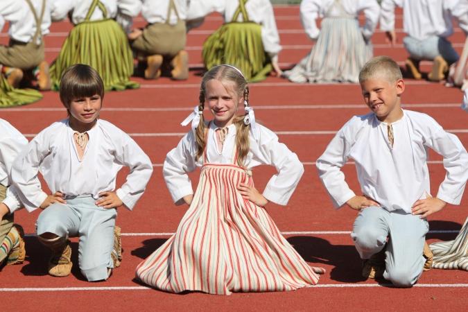 Atklāta Latvijas skolu jaunatnes dziesmu un deju svētku fotogrāmata