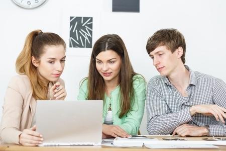 """Mācību priekšmeta """"Datorika"""" aprobācijas pirmo gadu vērtē pozitīvi"""