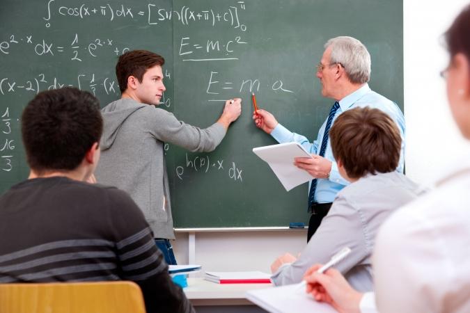 Daudzi skolotāji strādā vairāk nekā 40 stundas nedēļā