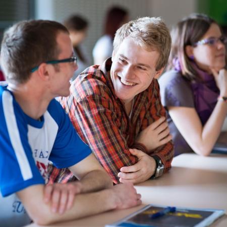 """Izglītības izstādē """"Skola 2015"""" jaunieši iepazīst interesējošās profesijas"""