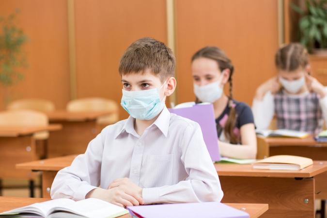 Gripas dēļ Daugavpilī sešās skolās atsevišķās klasēs aptur mācību procesu