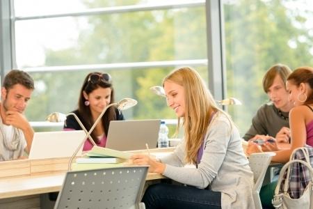 Studijām 11 augstskolās pieteikušies 6842 reflektanti