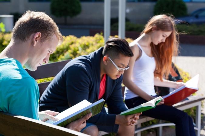 Samazinās studentu skaits Latvijas augstskolās