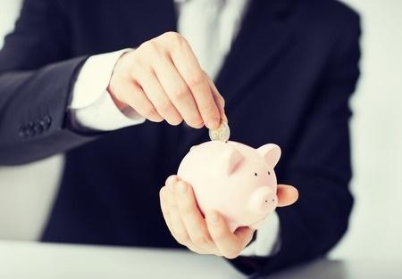 Gandrīz puse vecāku vēlas, lai bērni kļūtu finansiāli neatkarīgi jau studiju laikā