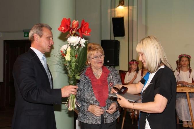 Pasniegtas balvas labākajiem Rīgas bērnudārzu darbiniekiem