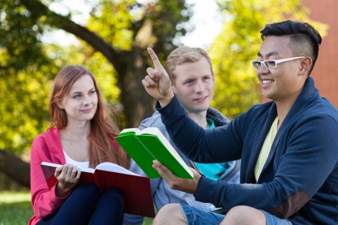 """Studenti dalīsies ar piedzīvoto izstādē """"Erasmus+ stāsti"""""""