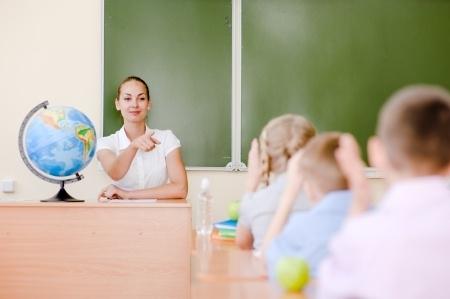 """Veicinot izpratni par pedagogu darbu, parlamentārieši """"ēnos"""" skolotājus"""