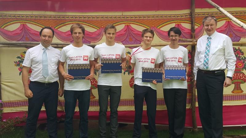 Latvijas skolēniem bronza starptautiskajā fizikas olimpiādē Mumbajā