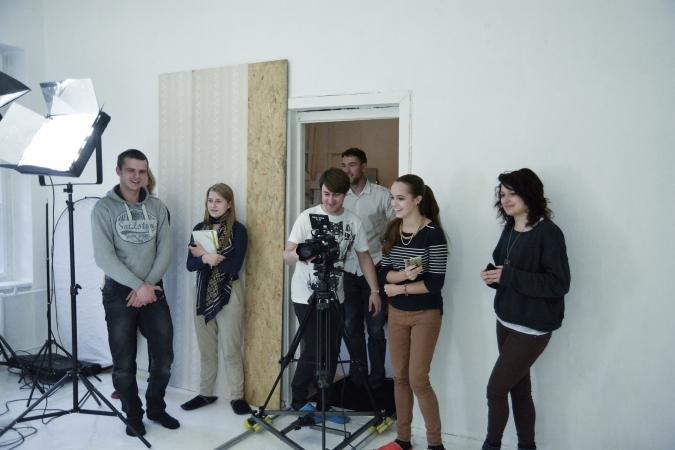 Aicina pievienoties video filmēšanas un montāžas kursiem Alises Rozes dizaina studijā
