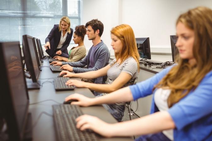 Jaunajā mācību gadā vairākās skolās sāks datorikas pilotprojektu