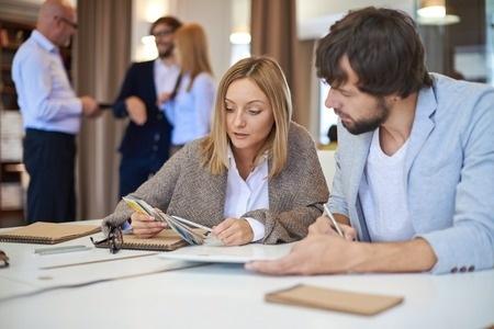 Ziņojums: Sievietes Latvijā ir izglītotākas nekā vīrieši