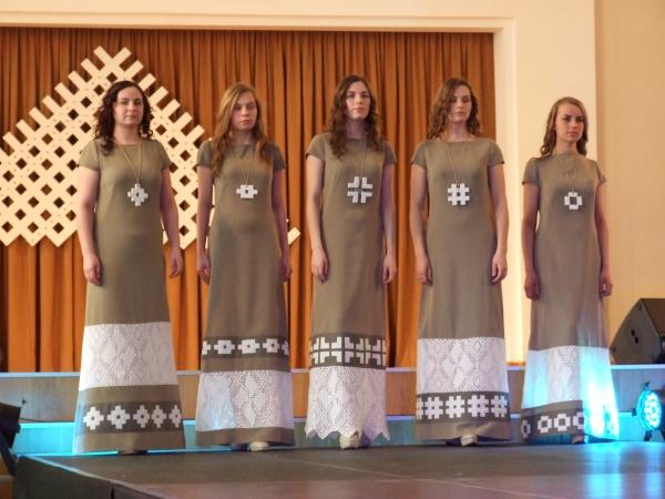 XI Latvijas skolu jaunatnes dziesmu un deju svētkos apbalvo jaunos māksliniekus