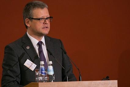 Veselības ministrs sola risināt nekvalitatīvas pārtikas problēmu skolās