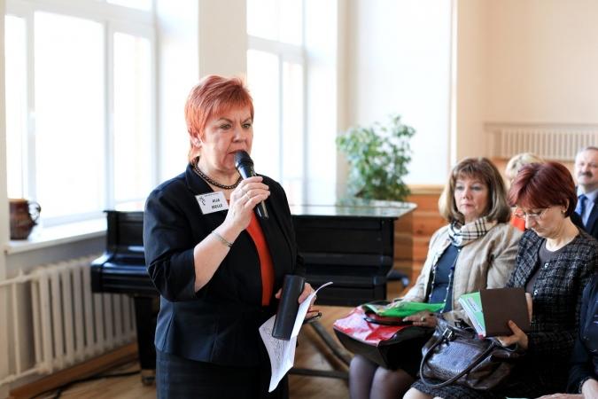 Valdība izteiks atzinību Rīgas Juglas vidusskolas direktorei Aijai Mellei