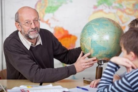 Saeima atbalsta ierosinājumu ieviest izdienas pensijas pedagogiem