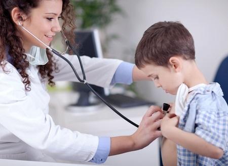 Aptauja: 40% vecāku vēlas, lai bērns nākotnē apgūst ārsta profesiju