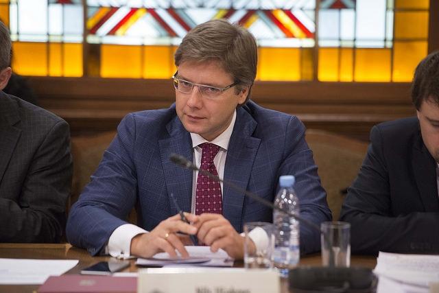 Nils Ušakovs uzdevis pārbaudīt mācību materiālus Rīgas skolās