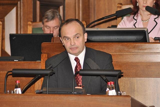 Deputāts rosina likumā noteikt garantijas izglītībai mazākumtautību valodās