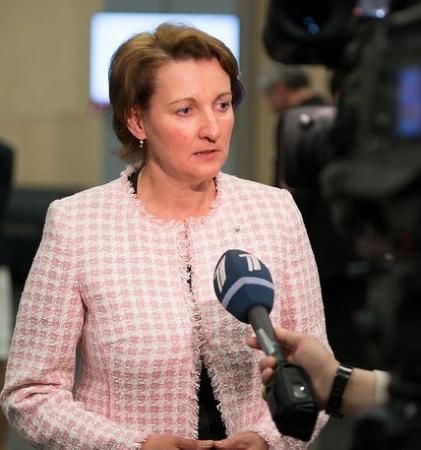 Ministre skaidro iemeslus potenciālajai 80 skolu slēgšanai