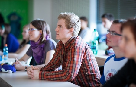 Ekonomģeogrāfs: Rīgā skolēnu pietiek 42 vidusskolu nokomplektēšanai