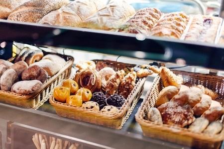 Skolu ēdinātāji: Skolu ēdnīcu ēdienkartē iekļautas bulciņas drīkst tirgot