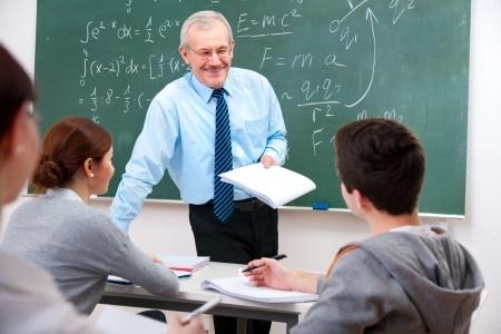 Plāno vienkāršot pedagogu kvalitātes pakāpju piešķiršanas kārtību