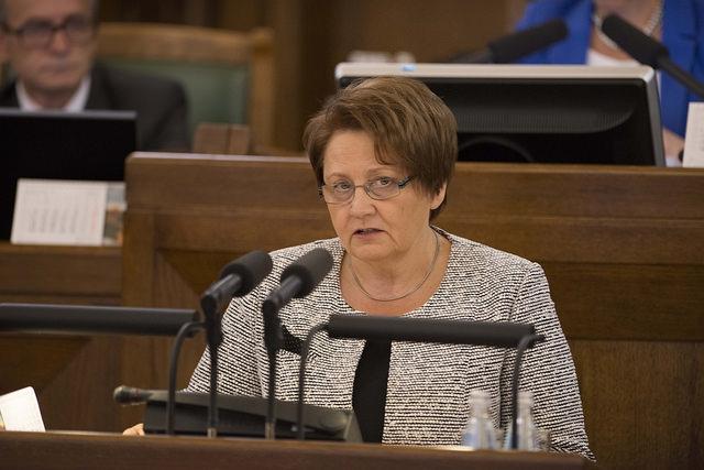 Straujuma komisijas vārdā sola rosināt vidusskolas nodot valstij, deputāti pārsteigti