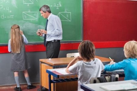 """Pedagogu kvalitātes pakāpju piešķiršanā plāno atteikties no """"papīru"""" vērtēšanas"""