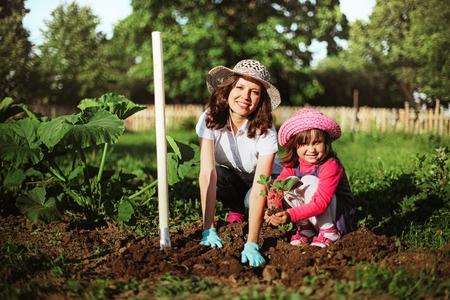 VID: Viens no vecākiem var saglabāt nodokļa atvieglojumu par vasarā strādājošu bērnu