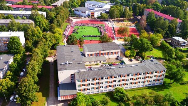 Rīgas Juglas vidusskola uzņem skolēnus 10. klasē
