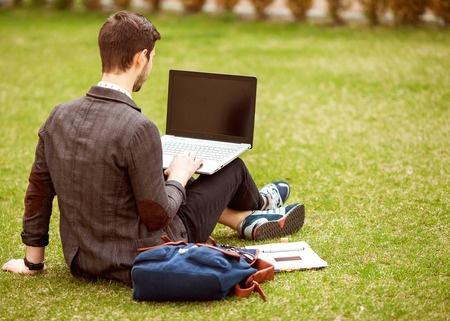 Aptauja: Arvien vairāk jauniešu šaubās par mācību turpināšanu pēc vidusskolas