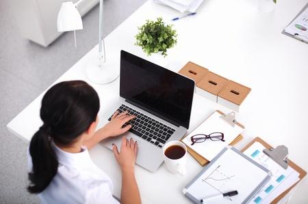 Pētījums: Tikai 6% iedzīvotāju uzskata IT jomu par piemērotāku sievietēm