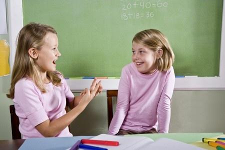 LM aicina domāt par surdotulku programmu ieviešanu citās izglītības iestādēs