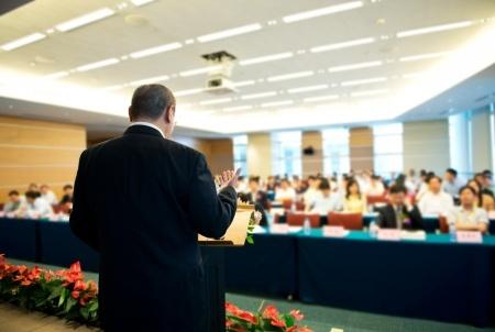 Pasniegs Ministru kabineta apbalvojumus par īpašiem nopelniem izglītībā, zinātnē un sportā