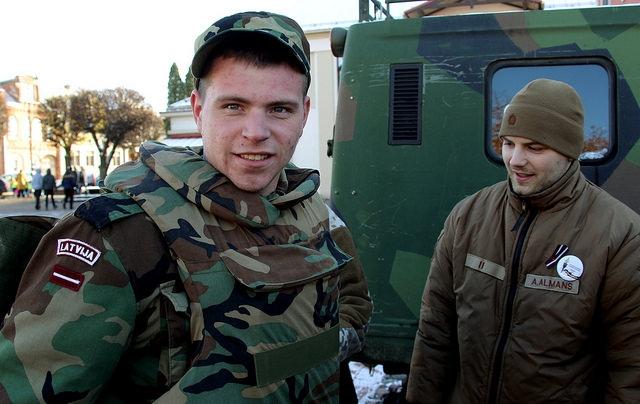 Latvijas pilsoņi brīvprātīgi varēs pieteikties NBS rezervē