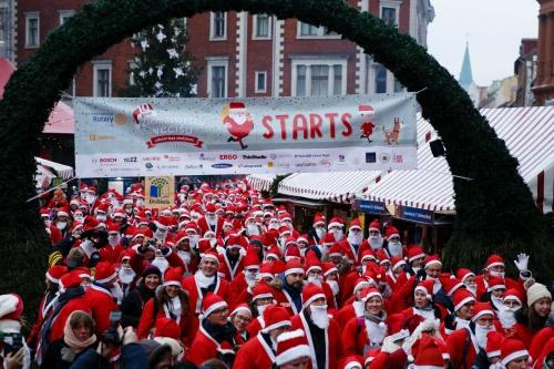 Ziemassvētkuvecīšilabdarībasskrējienā saziedo vairāk nekā 15 tūkstošus eiro