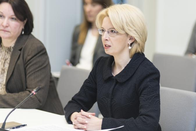 """Saeimas priekšsēdētāja jaunajā mācību gadā novēl gudrību un """"dziļāk sirdī ieslēgt Latvijas mīlestību"""""""