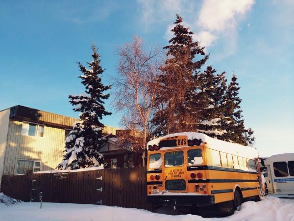 Valsts kontrole: Pašvaldību organizētajos skolēnu pārvadājumos nav izpratnes par bērnu atšķirīgajām vajadzībām