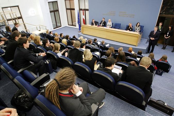 Jauniešus aicina pieteikties dalībai NATO samita simulācijas spēlē